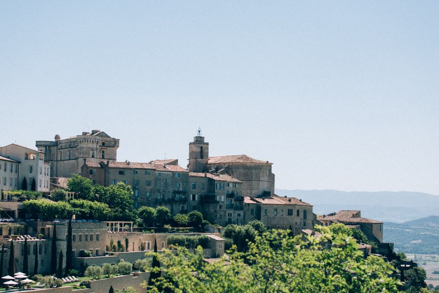 un-mariage-simple-et-chic-a-gordes-ingrid-lepan-photographe-provence-1