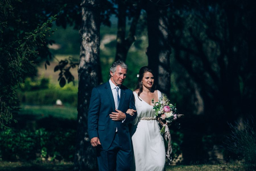 un-mariage-simple-et-chic-a-gordes-ingrid-lepan-photographe-provence-13