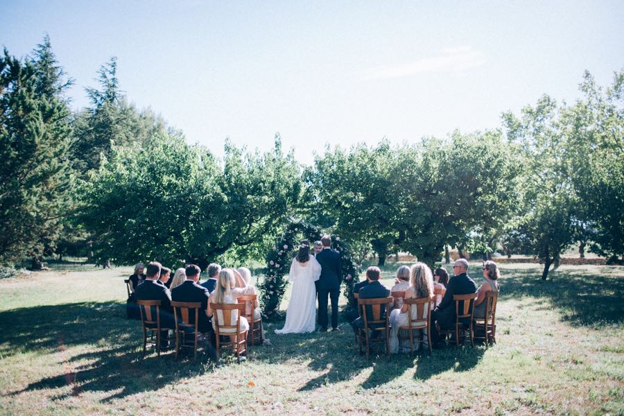 un-mariage-simple-et-chic-a-gordes-ingrid-lepan-photographe-provence-17