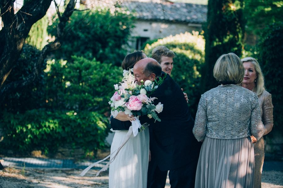 un-mariage-simple-et-chic-a-gordes-ingrid-lepan-photographe-provence-19
