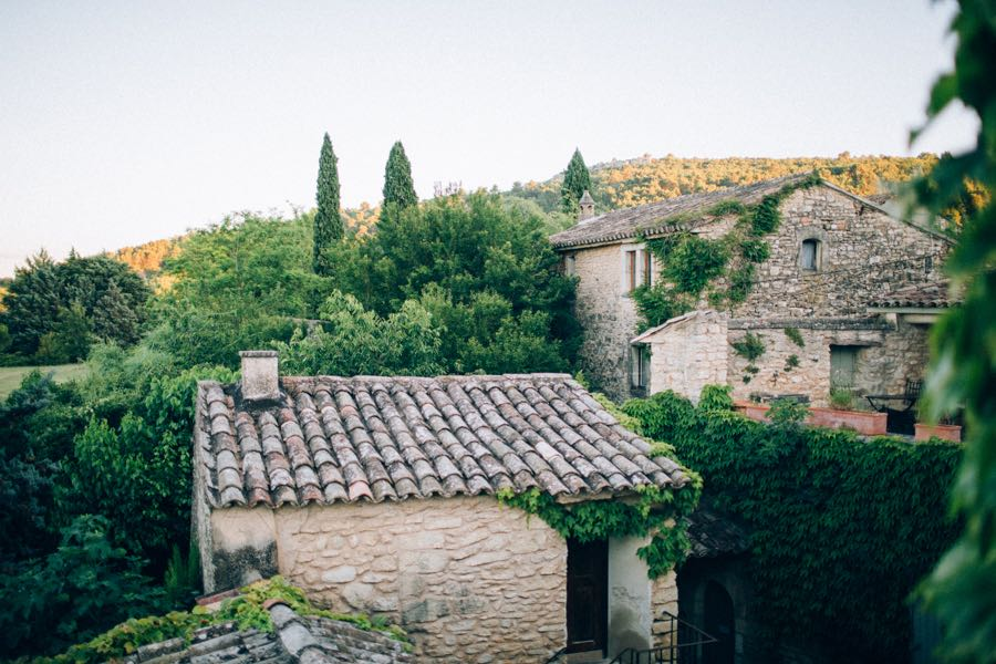 un-mariage-simple-et-chic-a-gordes-ingrid-lepan-photographe-provence-21