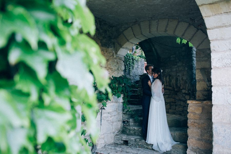 un-mariage-simple-et-chic-a-gordes-ingrid-lepan-photographe-provence-22