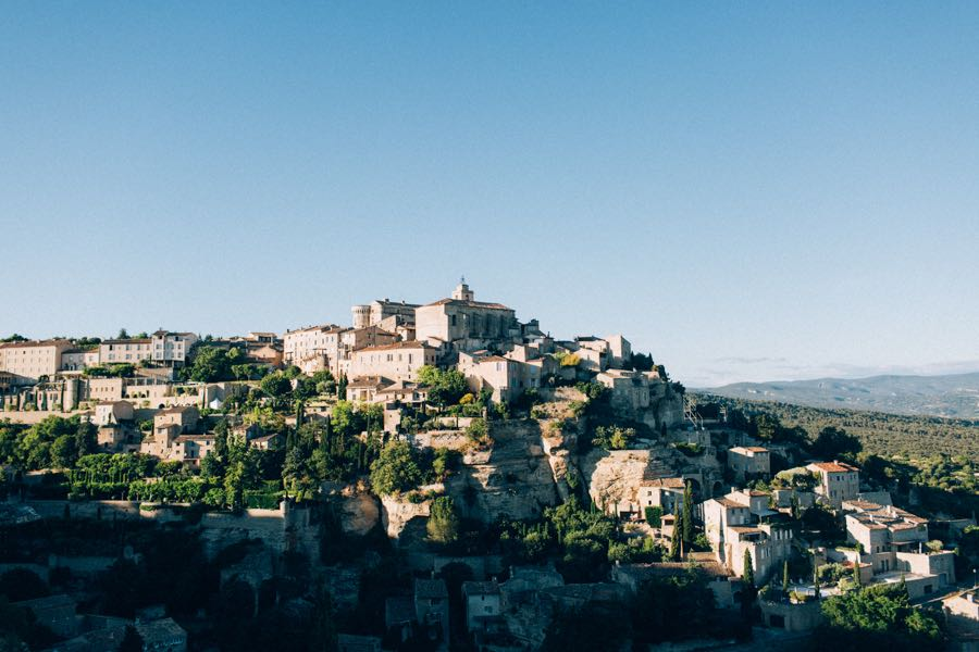 un-mariage-simple-et-chic-a-gordes-ingrid-lepan-photographe-provence-23
