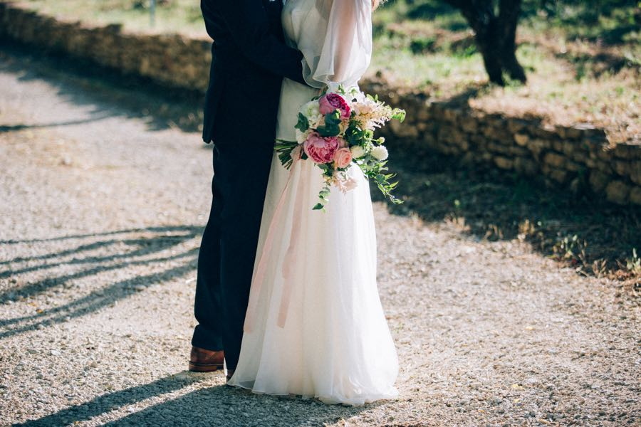 un-mariage-simple-et-chic-a-gordes-ingrid-lepan-photographe-provence-24