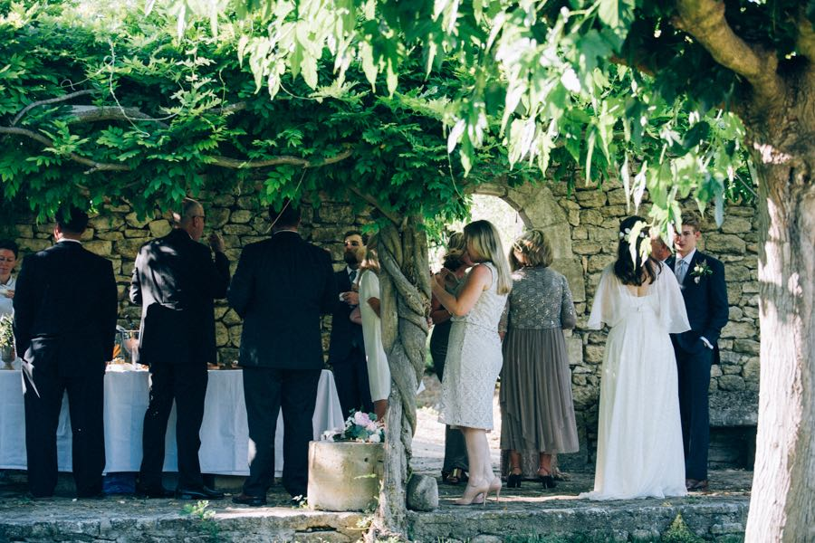 un-mariage-simple-et-chic-a-gordes-ingrid-lepan-photographe-provence-31