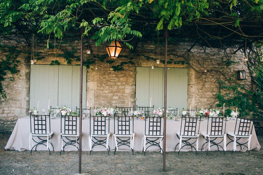 un-mariage-simple-et-chic-a-gordes-ingrid-lepan-photographe-provence-33