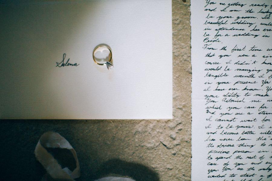 un-mariage-simple-et-chic-a-gordes-ingrid-lepan-photographe-provence-7